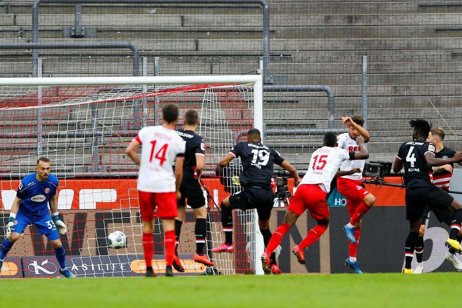 Gegen Düsseldorf gelangen Köln die Kopfballtore 13 und 14.