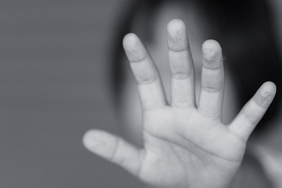 Männer entführen und vergewaltigen Mädchen (2) nach Geburtstagsparty, doch es wird noch schlimmer