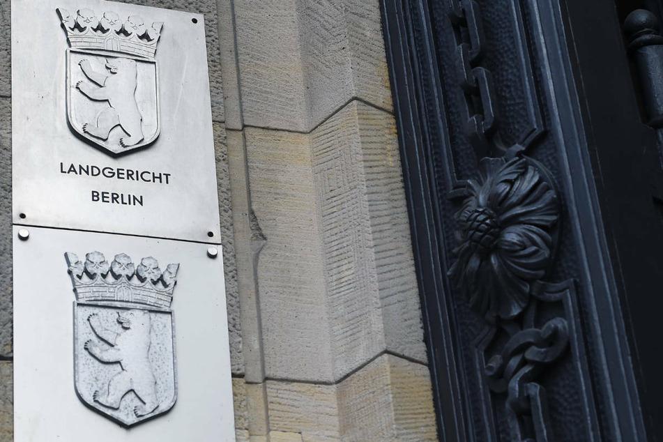 Zu Beginn des Prozesses am Berliner Landgericht hat einer der Verteidiger eine Erklärung des angeklagten Bordellbetreibers verlesen.