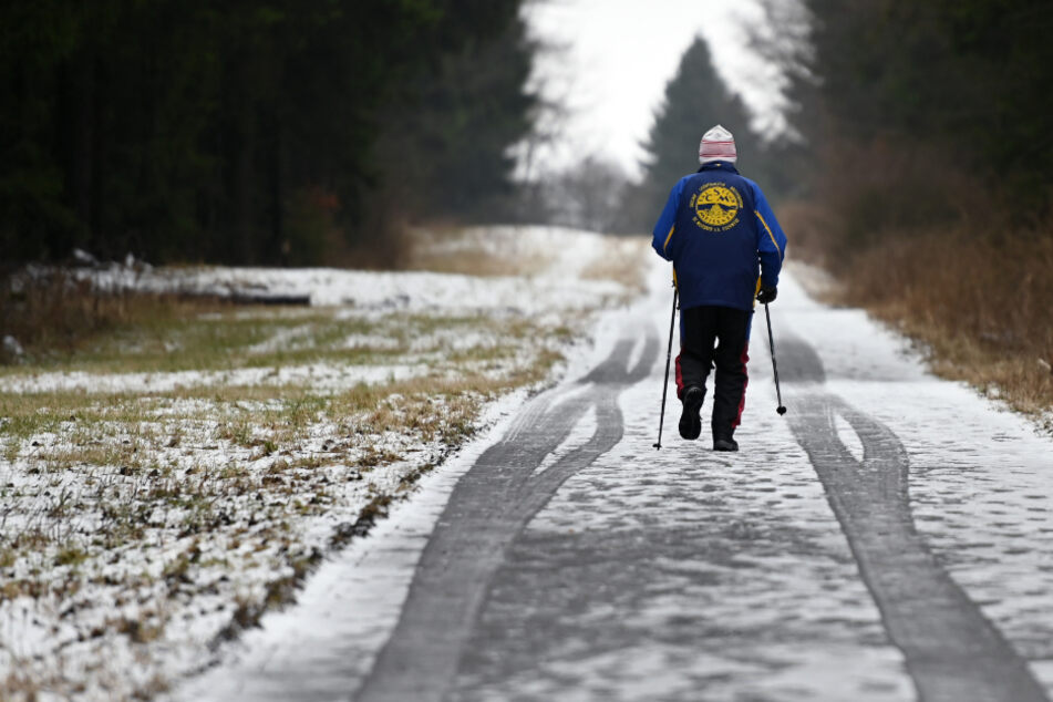 Zahlreiche Schneehungrige zieht es in Hessens Mittelgebirge (Archivfoto).