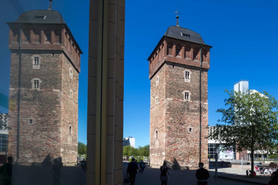 Razzia in Chemnitz! Polizei findet Drogen-Depot am Roten Turm