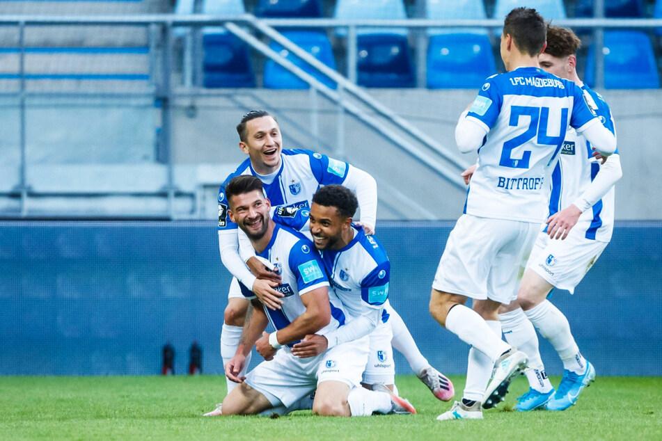 Riesenjubel beim FCM: Dank eines 3:0-Auswärtssiegs beim 1. FC Saarbrücken feierte Magdeburg den vorzeitigen Klassenerhalt.