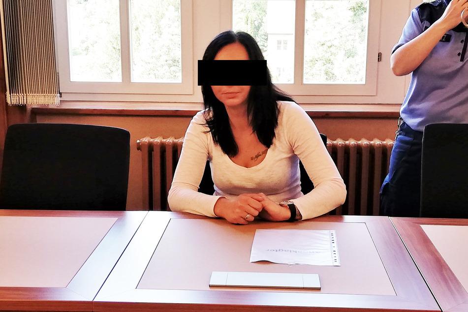 Dagmara J. (28) könnte in jede Kamera lächeln und als Model arbeiten. Doch die frühere Mafia-Braut saß auf der Anklagebank.