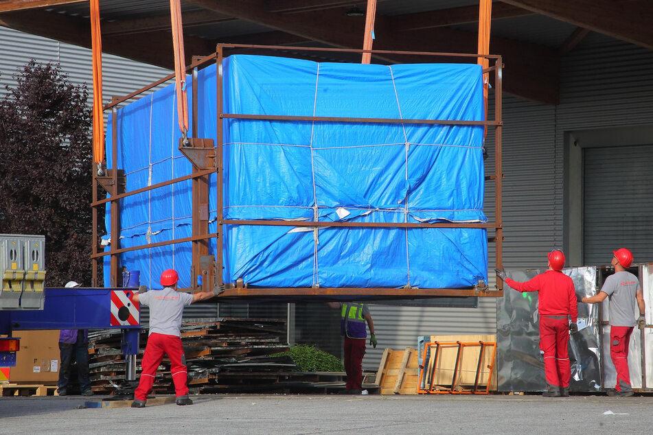 250 Tonnen Gesamtgewicht! Mit den Schwergewichten aus China wird die Produktion erweitert.