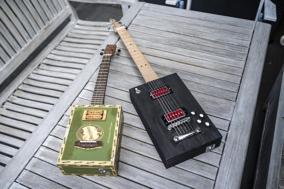 Die selbst gebauten Instrumente sind Unikate.