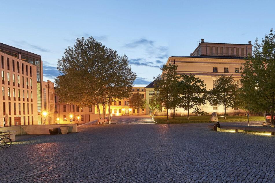 Am Universitätsplatz in Halle gab es in der Nacht auf Samstag eine Auseinandersetzung mit drei Verletzten. Außerdem wurde eine junge Frau beraubt. (Archivbild)