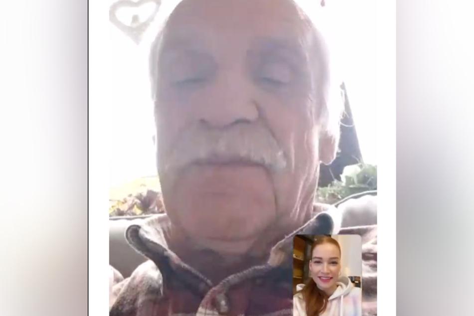 Opa Heinz telefoniert mit Enkelin Jana Heinisch (26).