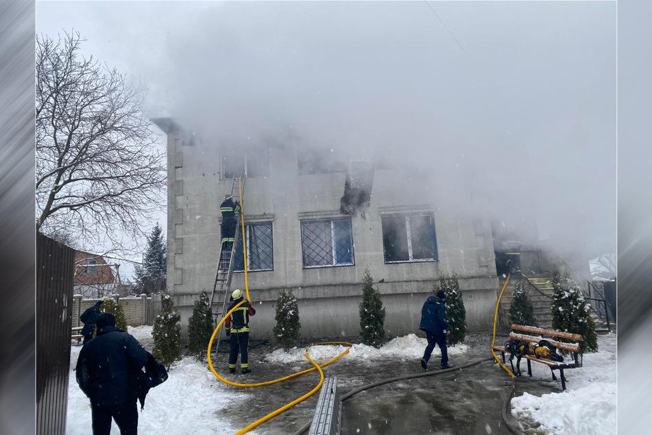 Insgesamt halfen 50 Kameraden aus 13 Feuerwehr-Einheiten, das Feuer zu löschen.