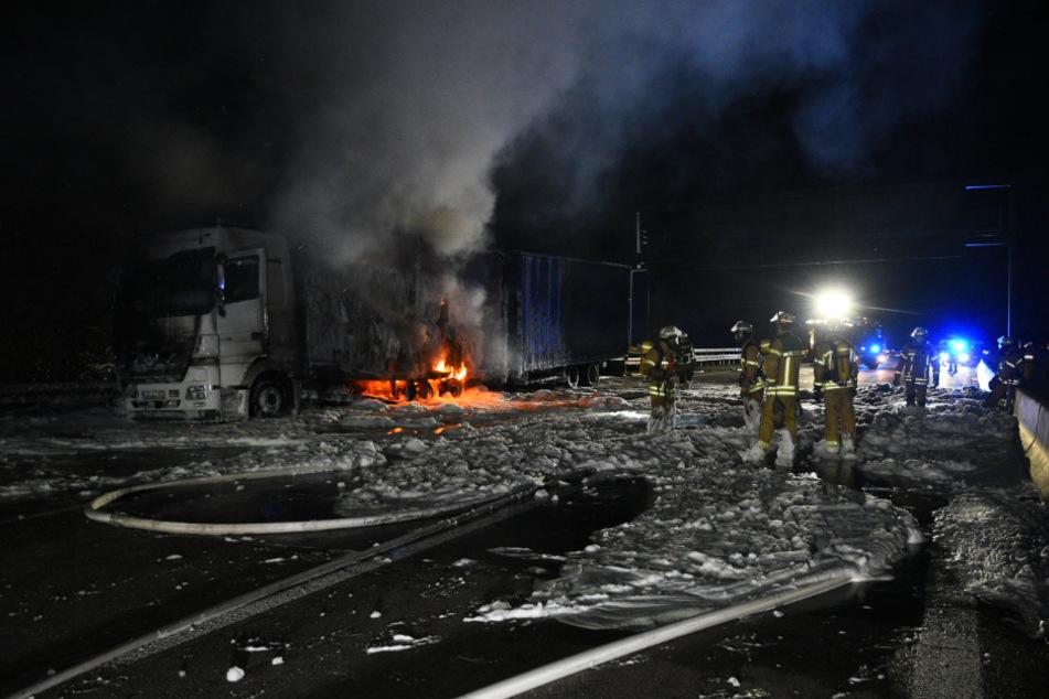 Lkw brennt lichterloh: A6 gesperrt