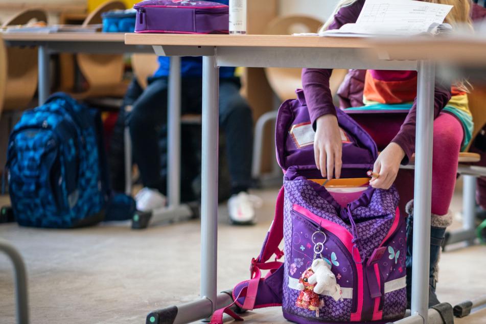 Für über 359.000 Schüler in Hessen ist ab Montag die Rückkehr in den Unterricht in der Schule möglich.