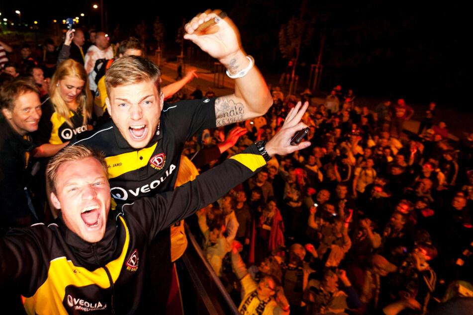 Alexander Esswein (r.) feierte 2011 mit Dynamo Dresden den Aufstieg in die 2. Bundesliga und hatte mit 25 Torbeteiligungen in 31 Spielen großen Anteil daran.