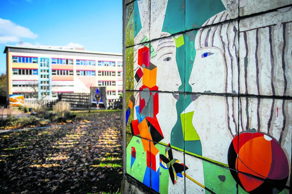 Großflächige Bilder regionaler Künstler sind im Heckertgebiet zu sehen.