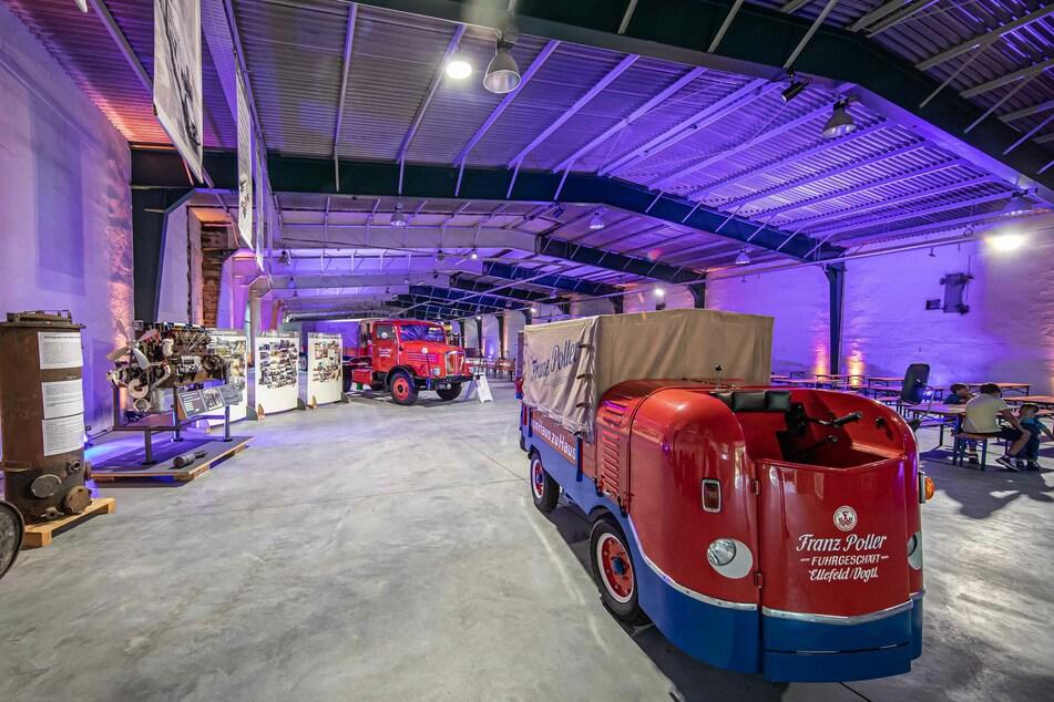 Das neue Innere der alten Sternquell-Brauerei. Derzeit sind aber nur ein paar Oldtimer hier, darunter ein Wagen des Fuhrbetriebs Poller (M.).