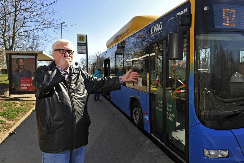 Werner Klemm (74) fordert: Mehr Busse oder Mundschutz für alle Passagiere.