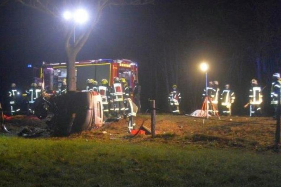 Der 41-jährige Fahrer starb noch am Unfallort.