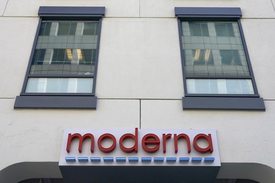 Die Fassade des Hauptsitzes von Moderna, Inc. in Cambridge, Massachusetts.