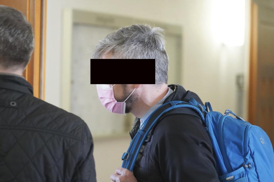 Der Revier-Polizist aus der Lausitz (47) musste vor den Amtsrichter in Bautzen.