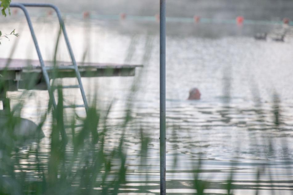 Von Schwimmnudel abgerutscht: Mann ertrinkt in Badesee