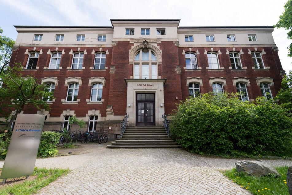 Blick auf den Görges-Bau auf dem Campus der Technischen Universität.