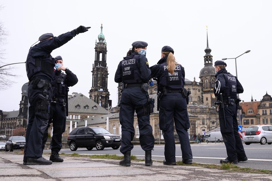 """Schon die letzten """"Querdenken""""-Demos am 13. März waren eigentlich verboten, trotzdem wurde die wurde die Stadt von Hunderten Demonstranten überrumpelt."""