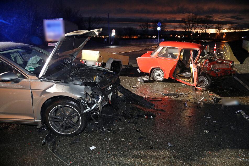Am Mittwochabend krachten auf einer Kreuzung in Glauchau ein Trabant und ein VW zusammen.