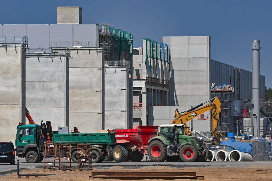 Die Baustelle der Tesla Giga-Factory in Grünheide bei Berlin. Die Fabrik soll noch 2021 den Betrieb aufnehmen.
