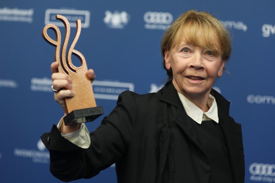 """Schauspielerin Jutta Hoffmann erhielt 2017 den Deutschen Schauspielerpreis in der Kategorie """"Schauspielerin in einer Hauptrolle"""" - für ihre Obdachlosen-Rolle in """"Ein Teil von uns""""."""