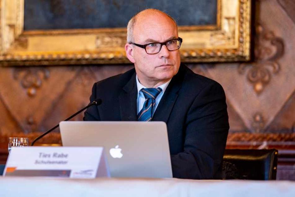 Hamburgs Schulsenator Ties Rabe (SPD) geht von keinem normalen Schulunterricht vor den Sommerferien aus.