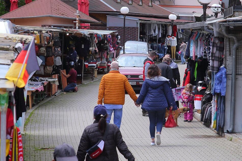 In Hrensko genossen am Freitag nach langer Zeit wieder Sachsen das böhmische Shopping-Paradies.