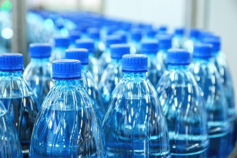 Stark bedenkliche Stoffe: Vier Mineralwasser fallen im Test komplett durch
