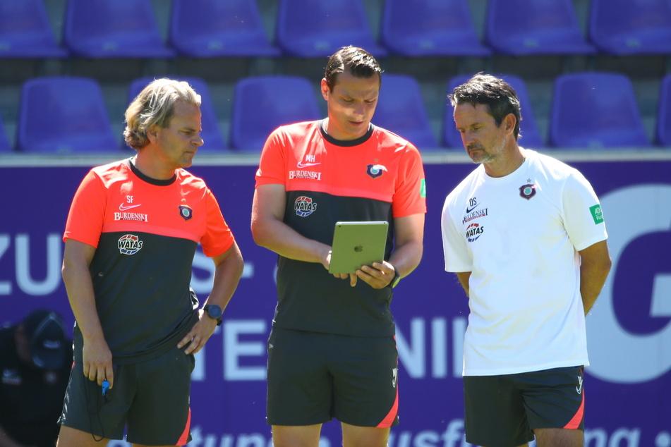 Taktik im Team: Die Co-Trainer Sascha Franz (l.) und Marc Hensel sind fest eingebunden, wenn es darum geht, die Mannschaft perfekt einzustellen.