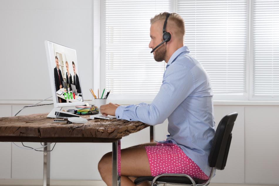 Unten ohne erlaubt? Der Arbeitgeber kann anordnen, dass seine Mitarbeiter den Kunden gegenüber gepflegt, angemessen gekleidet und einheitlich auftreten.