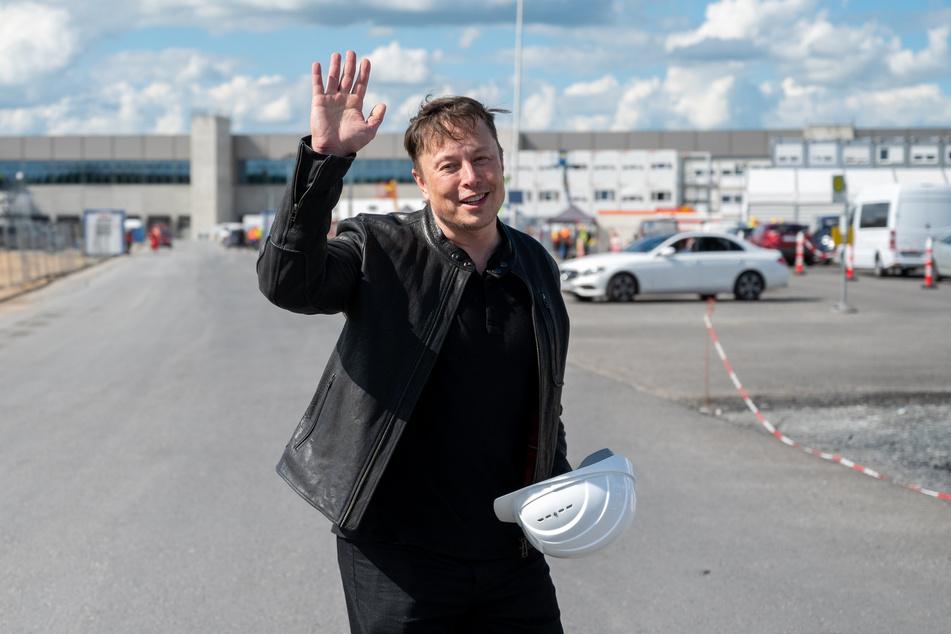Da hat einer gut lachen: Das Land Brandenburg und die EU liefern Elon Musk (50) für seine Tesla-Fabrik jede Menge Fördergelder.