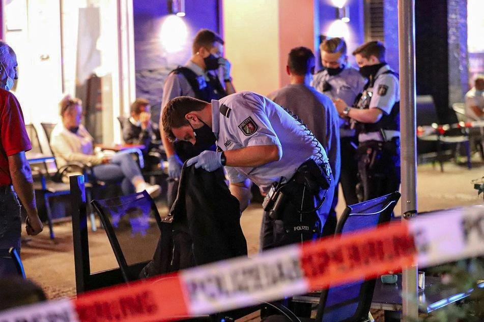 Bei einer Großrazzia hat die Polizei in Wuppertal insgesamt 80 Personen kontrolliert. Dabei fielen den Beamten viele Straftaten und Ordnungswidrigkeiten fest.