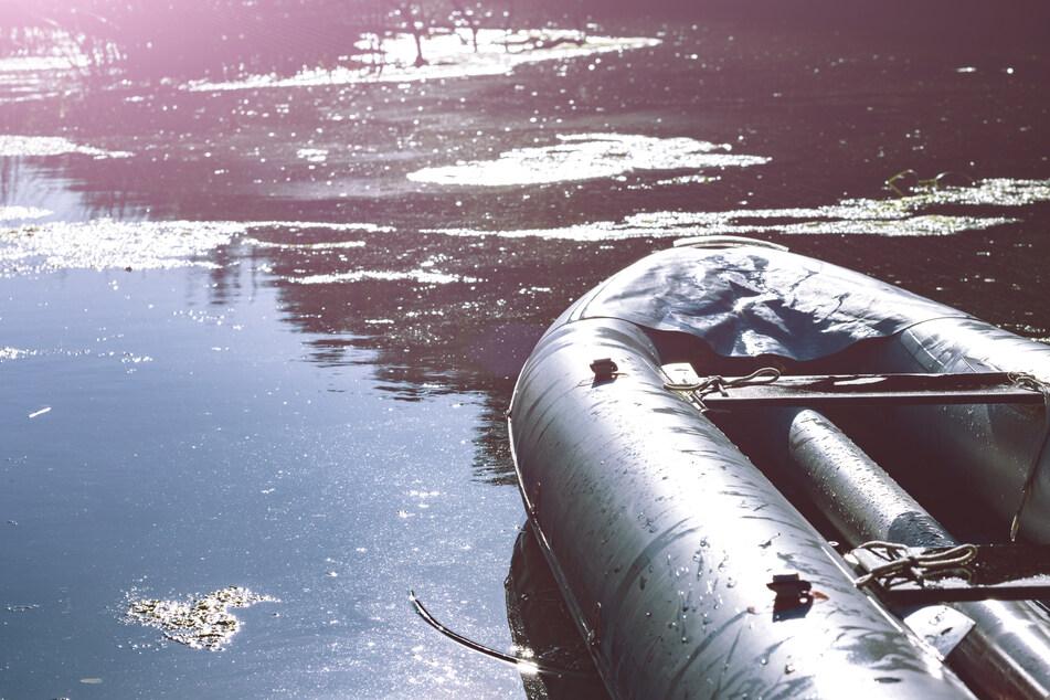Alle drei Insassen des Schlauchbootes wurden bei dem Sturz verletzt, zwei von ihnen schwer. (Symbolfoto)