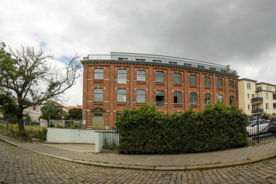 Die Firma Teutocast hat ihre Büros im Erdgeschoss dieses ehemaligen Industrie-Gebäudes in Leipzig-Plagwitz.
