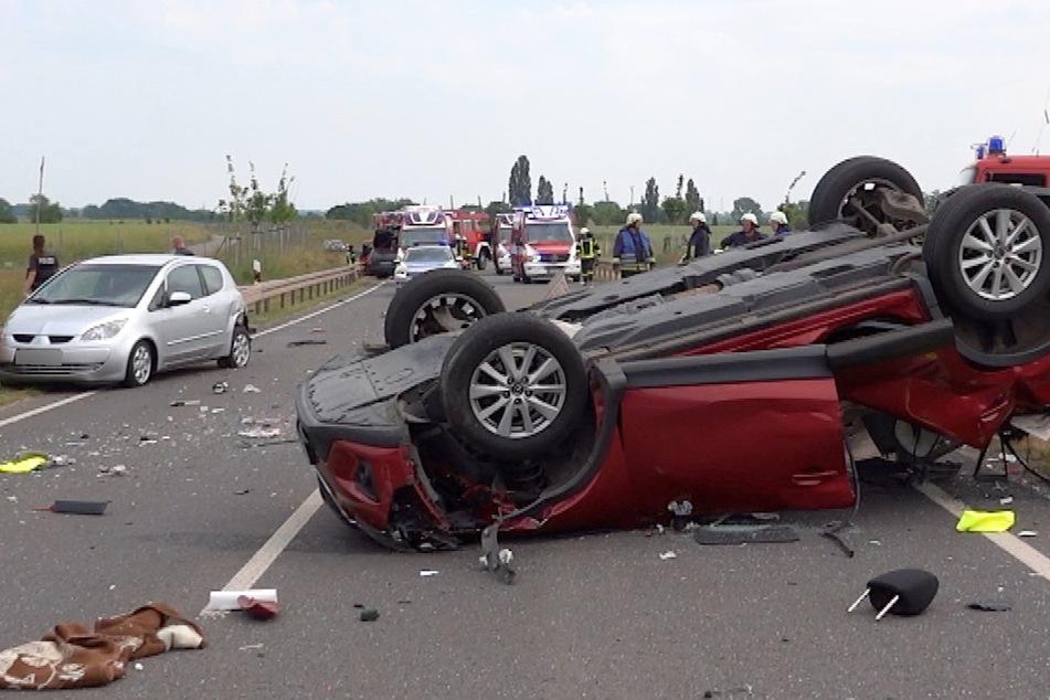 Zwei der beteiligten Autos überschlugen sich.