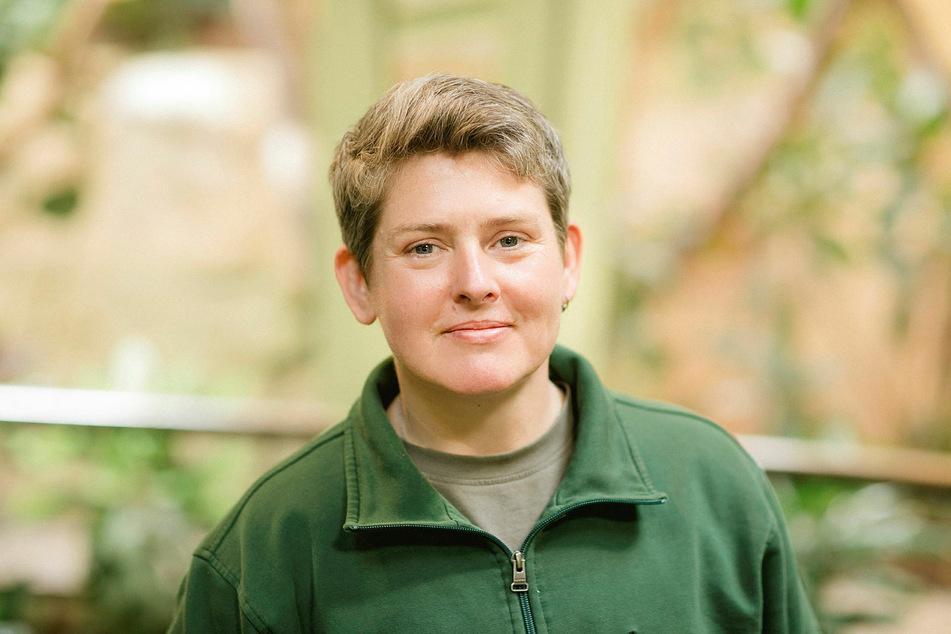 Tierpflegerin Nicole Brzoska ist Leles Ersatz-Mutti.