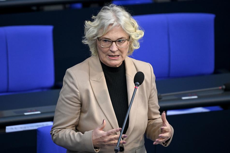 """Justizministerin Christine Lambrecht äußert sich zu den polizeilichen Maßnahmen während der """"Querdenker""""-Demo am Mittwoch."""