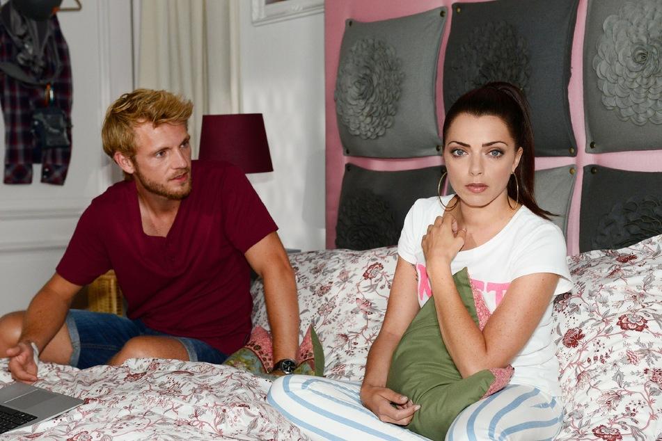 Emily beichtet Paul die Wahrheit.