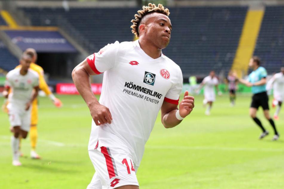 Pierre Kunde bejubelt sein Tor zum 2:0 für den 1. FSV Mainz 05.