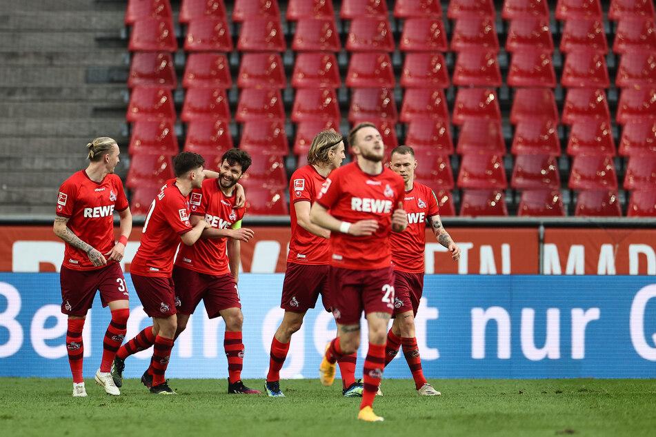 Doppeltorschütze und Kapitän Jonas Hector (3.v.l.) war der Matchwinner für den Tabellenvorletzten.