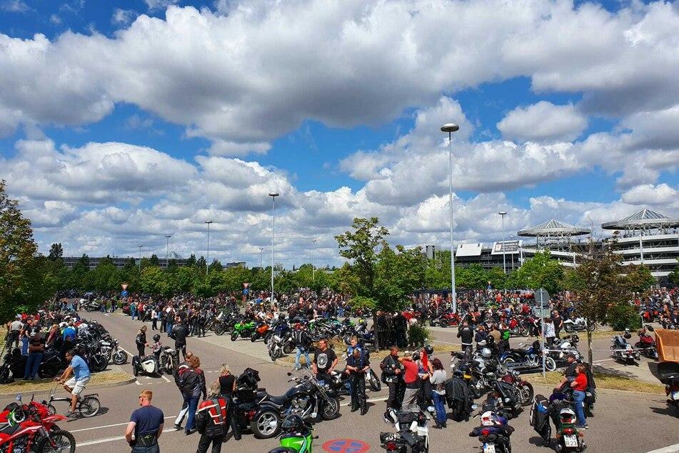 Angemeldet waren 600 Motorradfahrer, gekommen waren schätzungsweise mehrere Tausend.