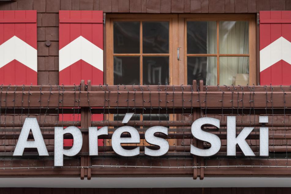 Viele Menschen in Bayern haben sich wohl in Apres-Ski-Bars in Ischgl angesteckt. (Symbolbild)
