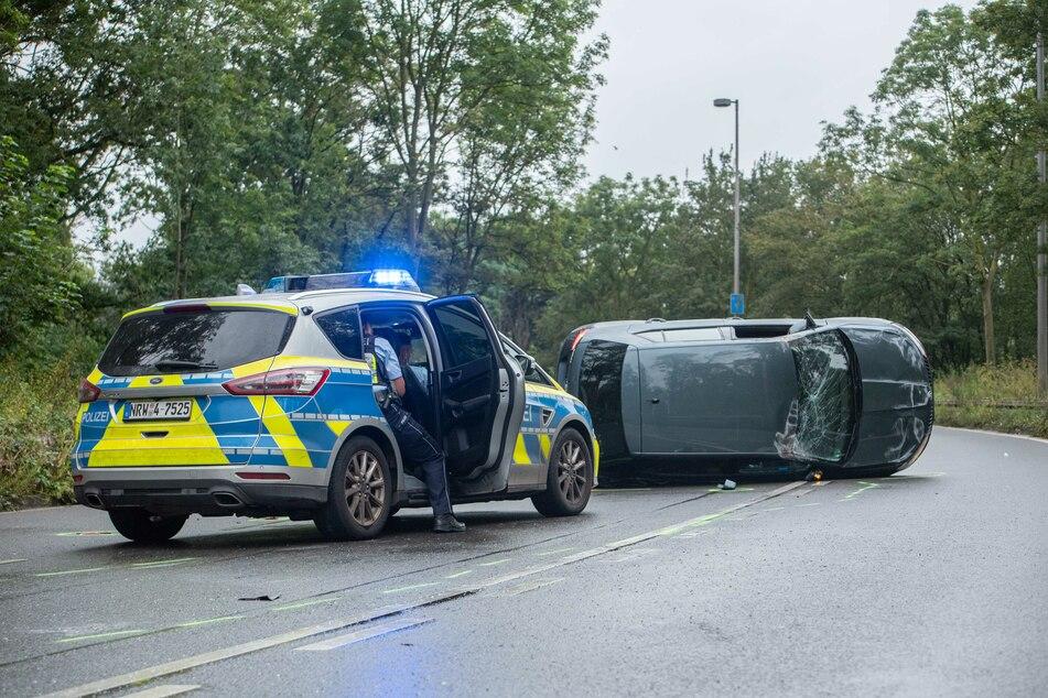 Die Flucht vor der Polizei endete für einen Autofahrer in Köln mit einem Überschlag.