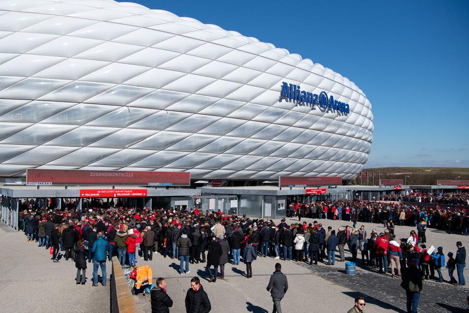 Die bayerische Landeshauptstadt will nach Informationen der Deutschen Presse-Agentur einer Verlegung der wegen der Corona-Pandemie abgesagten vier Partien in der Allianz Arena auf 2021 zustimmen. (Archivbild)