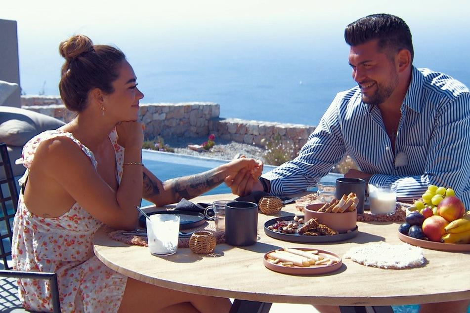 Nachdem beide getrennt voneinander geschlafen haben, bricht Melissa das Frühstück kurz nach dieser Szene ab.