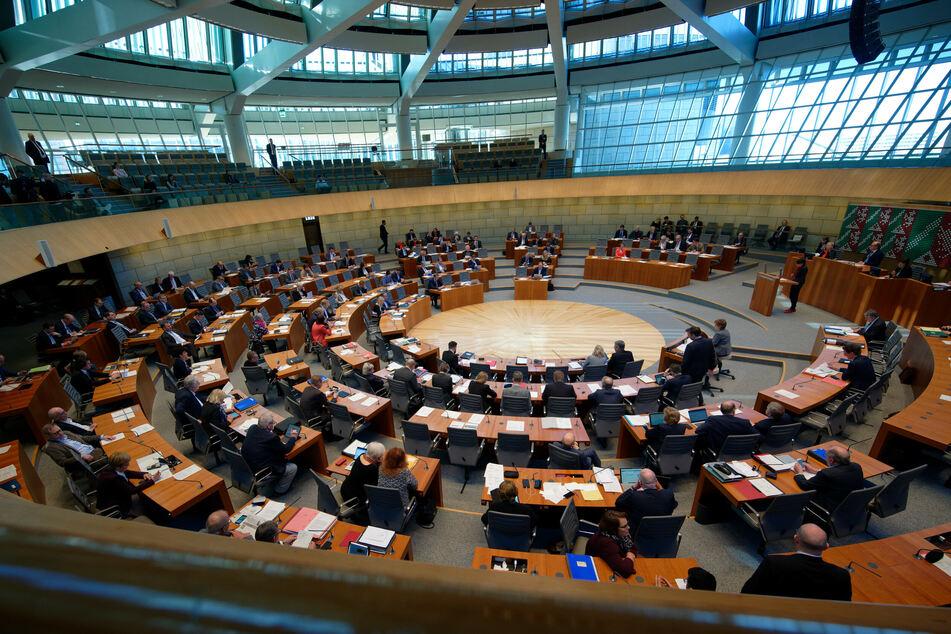 25 Milliarden-Euro-Schnellhilfe: Krisensitzung im NRW-Landtag
