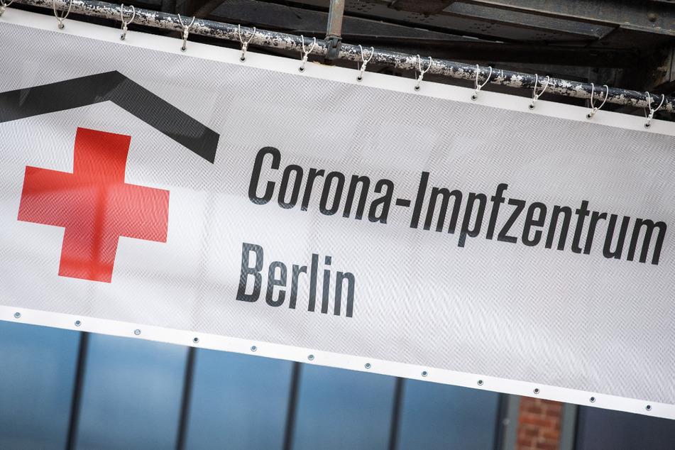 Das Impfzentrum in der Arena in Treptow in dem das Vakzin des Herstellers Biontech/Pfizer verabreicht wird, hat den Betrieb für diesen Tag eingestellt.