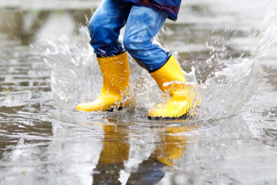 Warm, aber nass: Ideales Wetter für leichte Regenbekleidung!